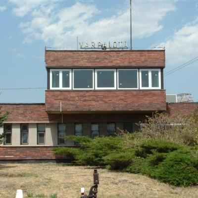 Várpalotai vasútállomás nyílászárócsere, Roplasto 2, 1.kép