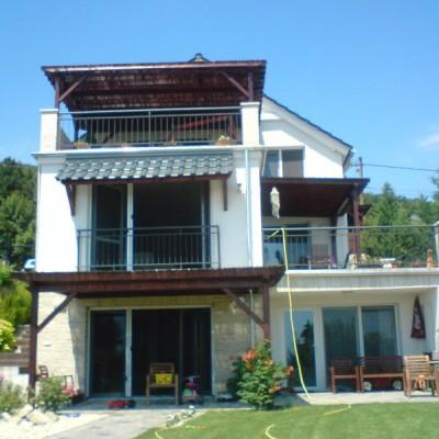 Családi ház, nyílászárók beépítése, főkép